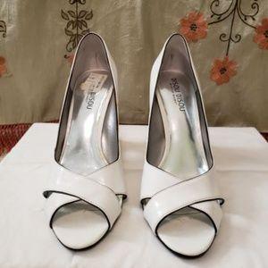 BISOU BISOU White Patten leather heel, size 7.5M